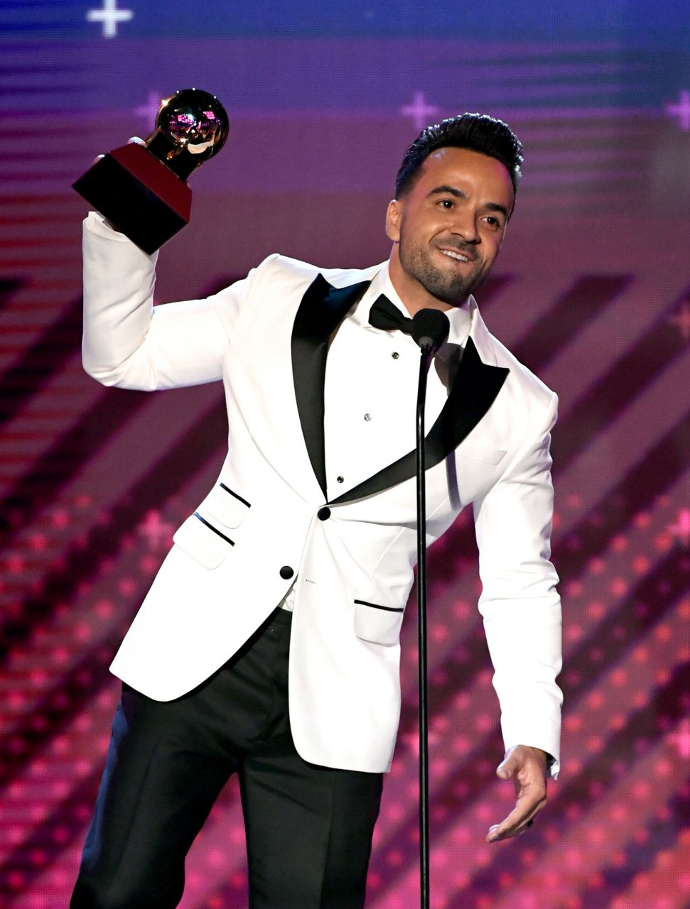 LAS VEGAS, NV - NOVEMBER 16:  Luis Fonsi accepts Song of the Year for 'Despacito' onstage at the 18th Annual Latin Grammy Awards at MGM Grand Garden Arena on November 16, 2017 in Las Vegas, Nevada.  (Photo by Kevin Winter/Getty Images)