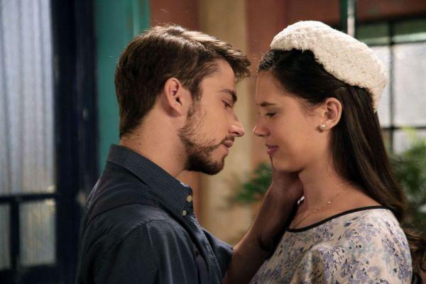 Casi beso Bruno y Lucia 2