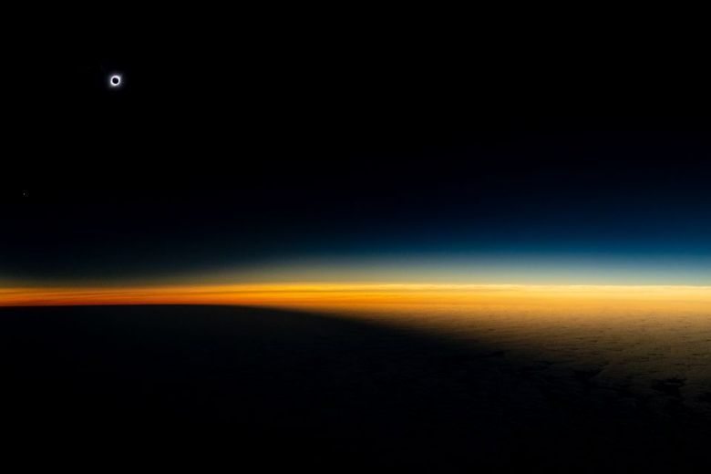 Eclipse desde un avión en Chile, Luis Urzúa para National Geographic (1) (1)